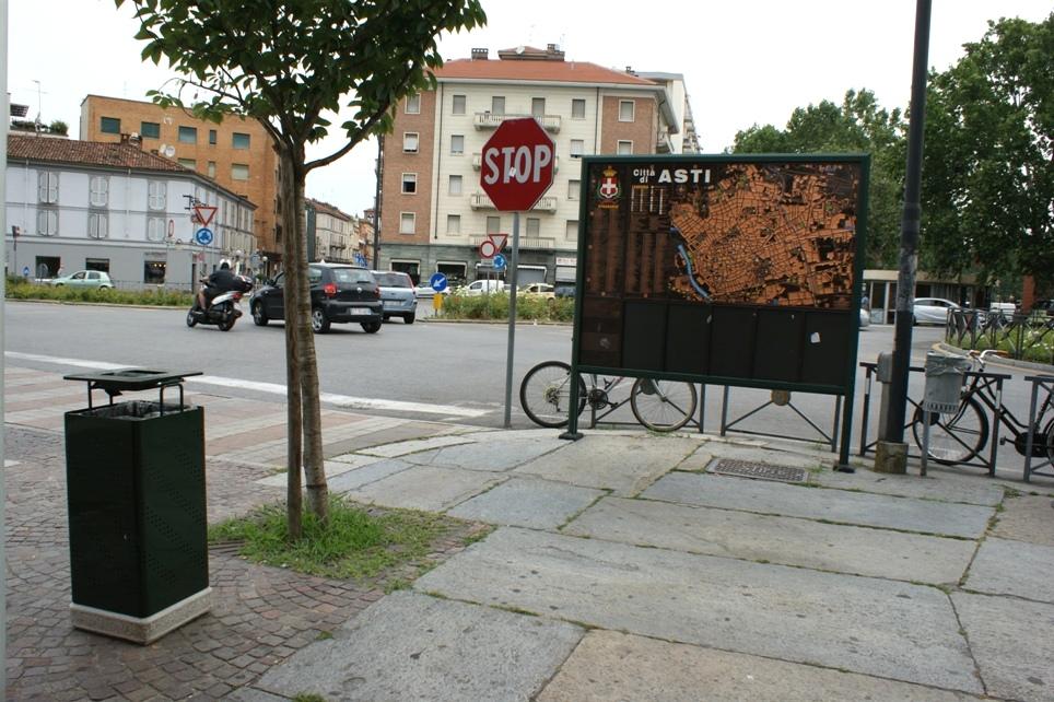 svuotamento cestini stradali