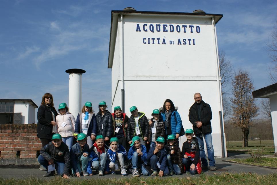 Bambini in visita agli impianti (Cantarana)