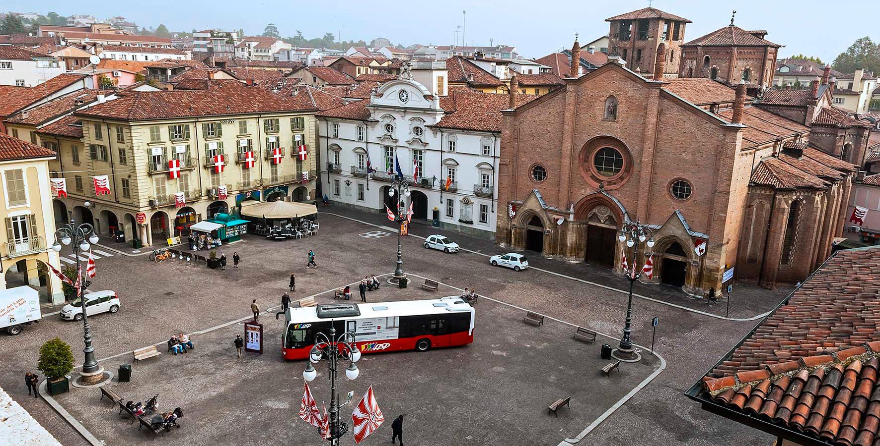 Bus in Piazza San Secondo