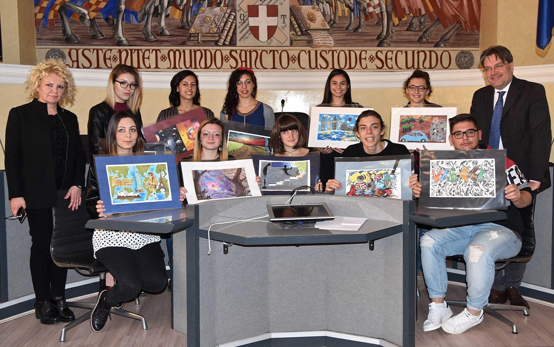 I dieci autori dei bozzetti premiati con il sindaco Brignolo e la presidente Asp Beccuti