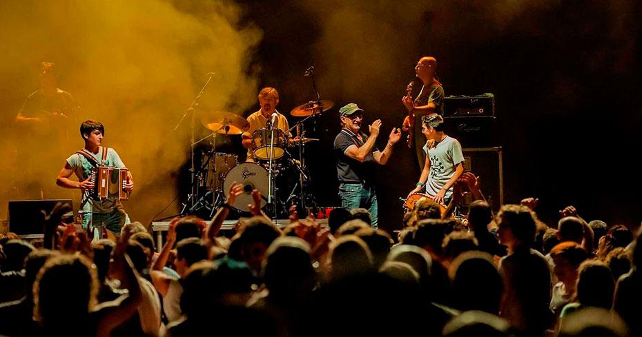 i Lou Dalfin sul palco di Astimusica