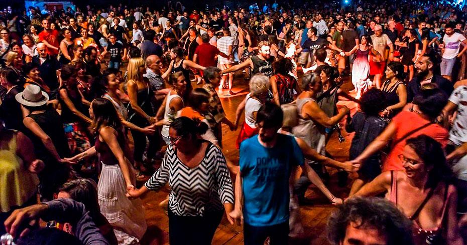 la piazza di Astimusica che balla