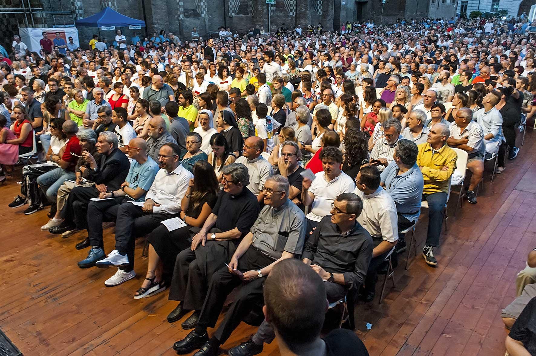 il pubblico di Asti God's Talent