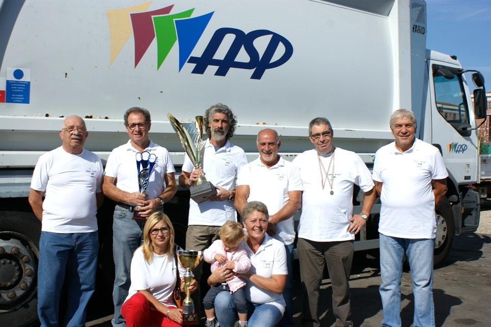 Alcuni componenti del gruppo Cral Asp partecipanti alle Netturbiadi