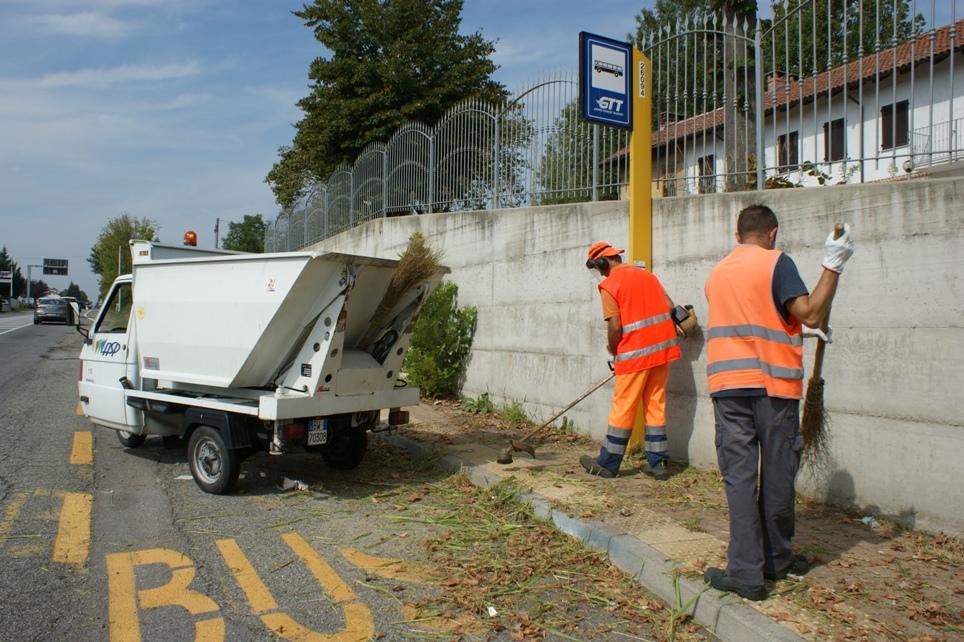 il taglio dell'erba in corso Torino